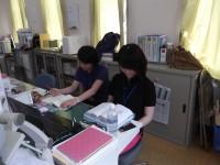 上野原市社会福祉協議会について学習する実習生